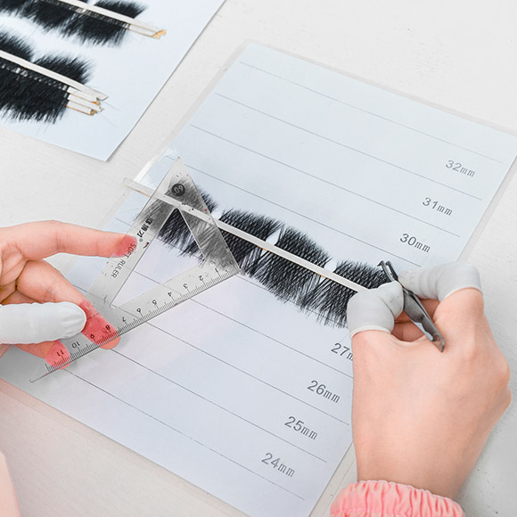 The Bilateral Symmetry For a Pair of Eyelash